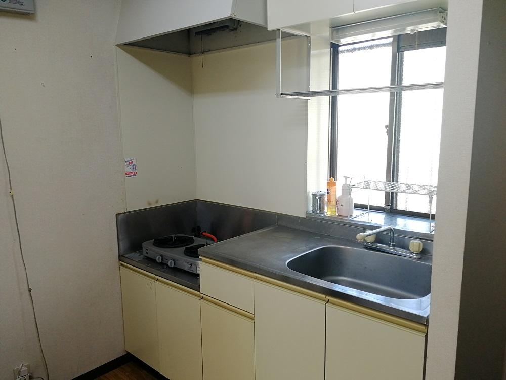リゾートバイト寮の台所